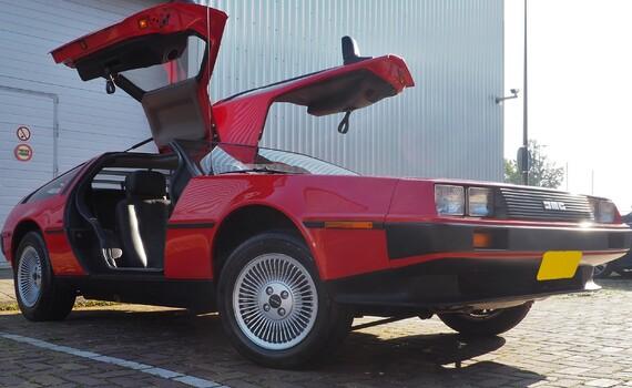 Taxatie DMC-12 DeLorean Rood