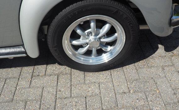VW Kever Cabrio 1303 LS taxeren